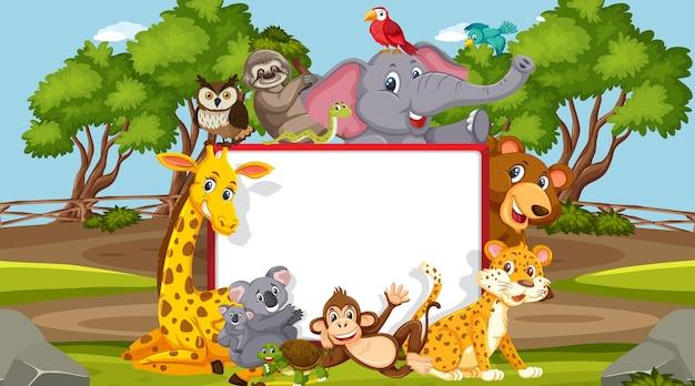 Banner vazio com vários animais selvagens na floresta