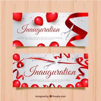 Banners de inauguração com balões vermelhos e fita