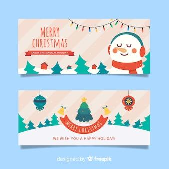 Banners de natal plana com boneco de neve e floresta de árvores de natal