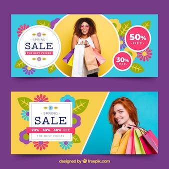 Banners de venda de primavera com foto de mulher