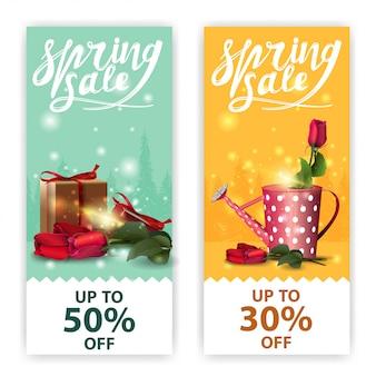 Banners de vendas de primavera com rosas e presente