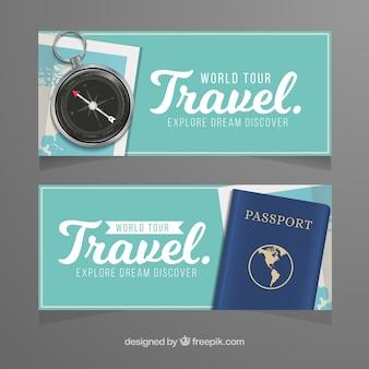 Banners de viagens com passaporte e bússola