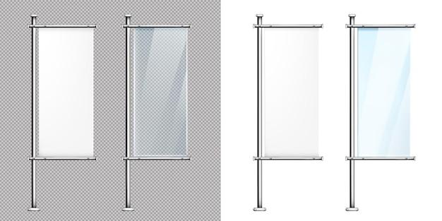 Banners de vidro em postes de metal