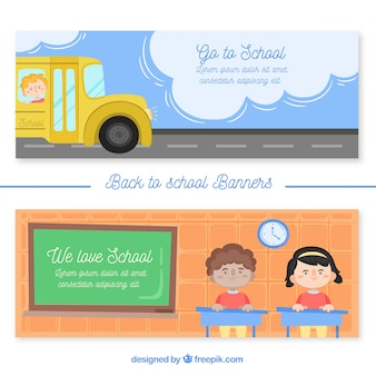 Banners de volta à escola com ônibus e crianças na sala de aula