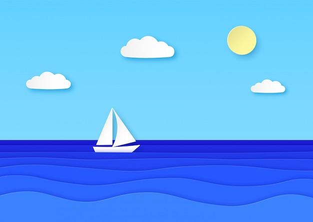 Barco de papel flutuando no mar. céu nublado com sol, veleiro com vela branca nas ondas do oceano azul. fundo de origami de vocação de verão