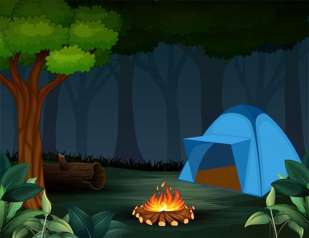 Barracas com fogueira no fundo da floresta escura noite