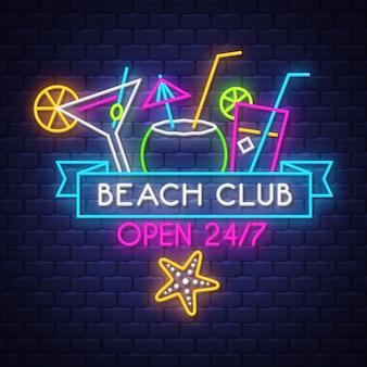 Beach club aberto 24/7. letras de néon de férias de verão