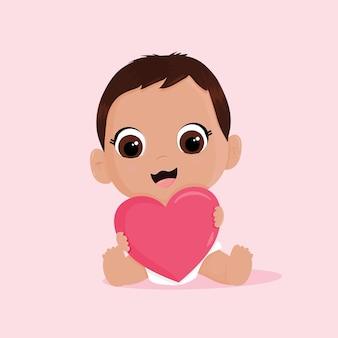 Bebê fofo apaixonado por seu coração