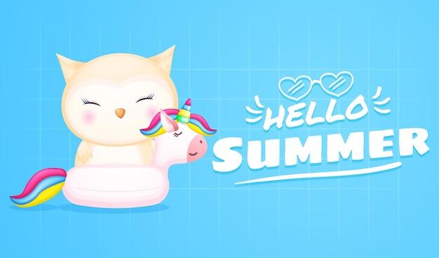 Bebê fofo coruja em bóia de unicórnio com banner de saudação de verão