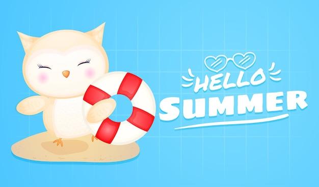 Bebê fofo coruja segurando bóia com banner de saudação de verão