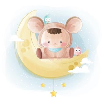 Bebê fofo em traje de rato