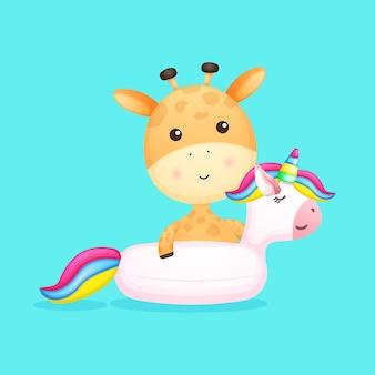 Bebê fofo girafa na bóia de natação de unicórnio desenho de verão