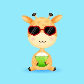 Bebê fofo girafa segurando coco desenho animado de verão