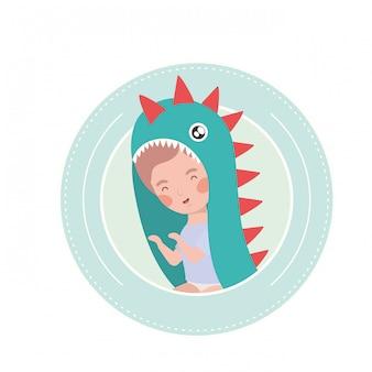 Bebê fofo jogando personagem de avatar