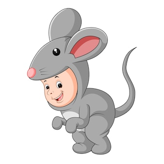 Bebê fofo, vestindo um terno de rato