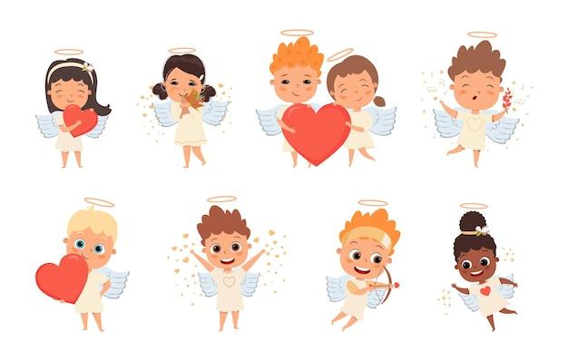 Bebês fofos, meninos e meninas segurando corações, ilustrações planas definidas para o dia dos namorados