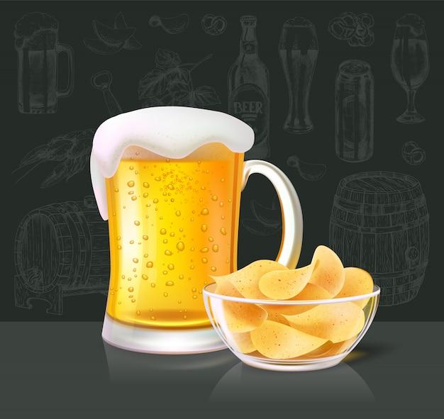 Bebida alcoólica de cerveja em vidro com batatas fritas