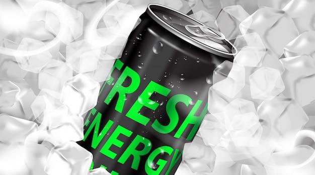 Bebida energética fresca em lata com cubos de gelo
