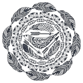 Bela impressão com mão desenhada elementos étnicos, pássaros, flechas, penas.