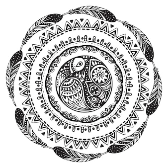 Bela mão desenhada círculo étnico, pássaros, penas.