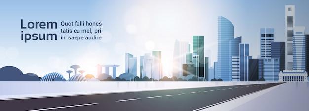 Bela paisagem urbana de cingapura na luz do sol com bandeira horizontal de famosos marcos e arranha-céus