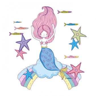 Bela sereia com estrelas do mar nas nuvens
