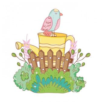 Belo pássaro com aspersão e jardim de vedação