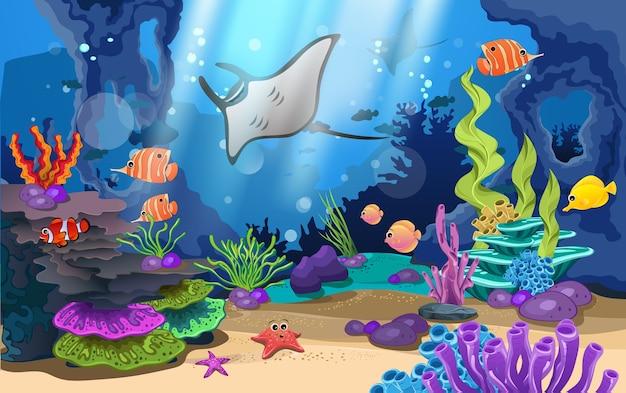 Belos recifes de coral e peixes no mar