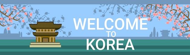 Bem-vindo à coréia com o tradicional templo ou palácio sobre a florescência de fundo de árvore de sakura
