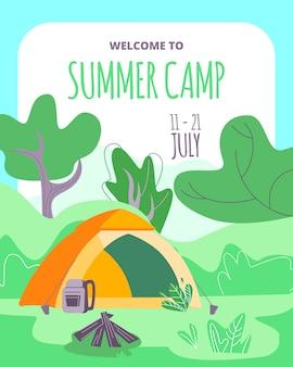 Bem-vindo à tenda de acampamento de verão, mochila, fogueira com troncos na floresta profunda