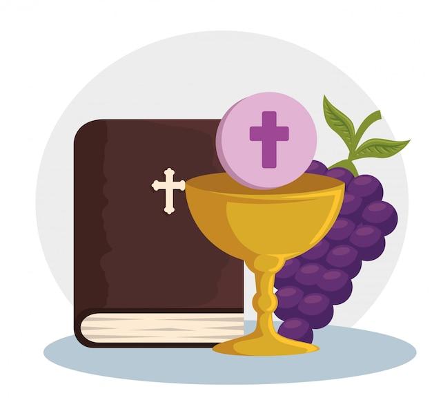 Bíblia católica e cálice com santo anfitrião do evento