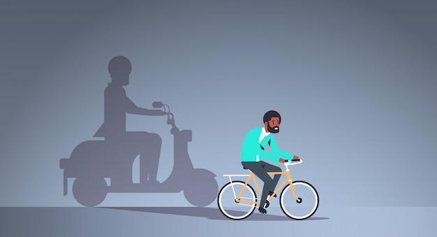 Bicicleta de equitação cara americano africano