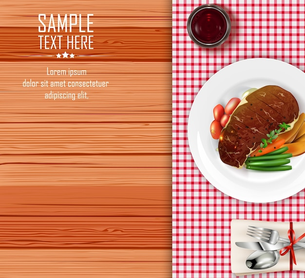 Bife de carne com legumes na mesa de madeira