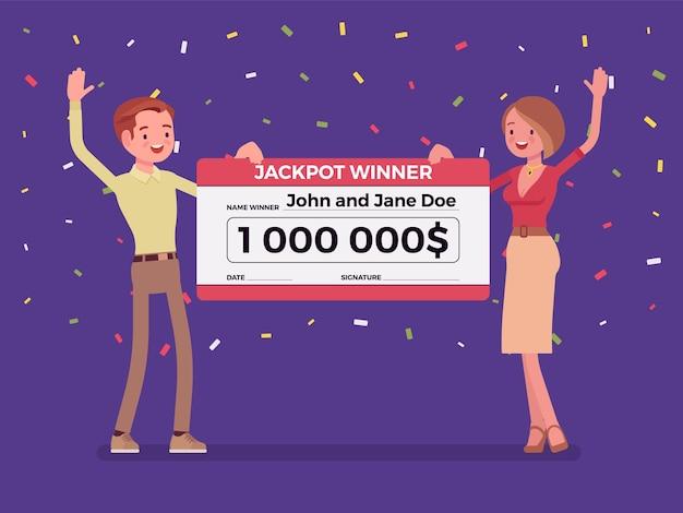 Bilhete de loteria vencedor, par feliz segurando um cheque gigante
