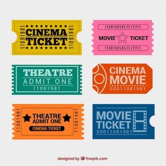 Bilhetes coloridos do cinema com grandes projetos