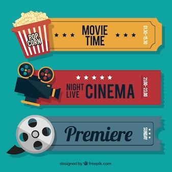 Bilhetes retro cine com elementos audiovisuais e pipoca