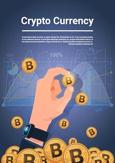 Bitcoin dourado da posse da mão sobre cartas e conceito cripto da moeda de crypto do fundo dos gráficos
