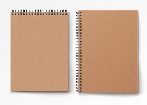 Bloco de notas espiral realista fechado em branco, isolado no fundo branco.