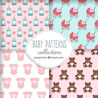 Bloco de quatro padrões fantásticos com artigos do bebê
