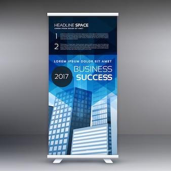 Blue vertical roll up banner template design para a apresentação do seu negócio