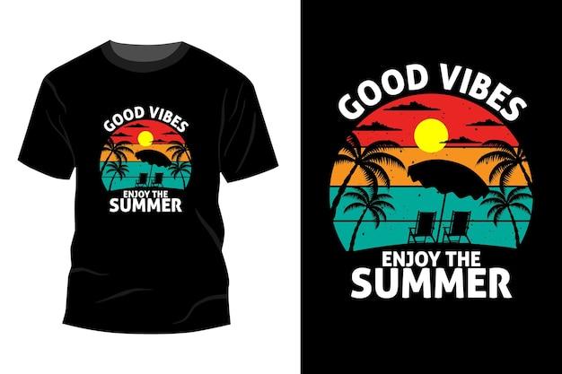 Boas vibrações, aproveite a maquete de t-shirt de verão com design retro vintage