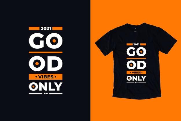 Boas vibrações com design de camiseta com citações modernas