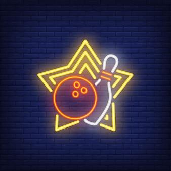 Bola de boliche e pin no sinal de néon da estrela amarela