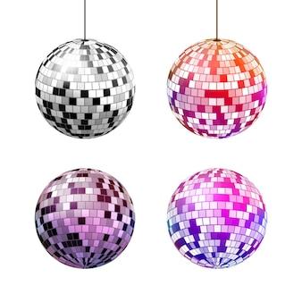 Bola de discoteca com raios de luz isolados no branco