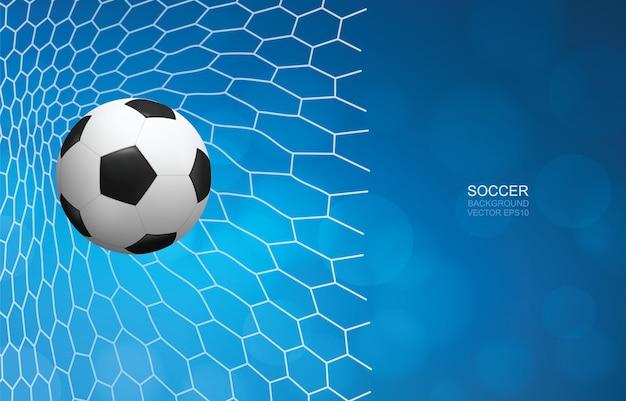 Bola de futebol no gol. bola de futebol e rede branca com fundo azul.