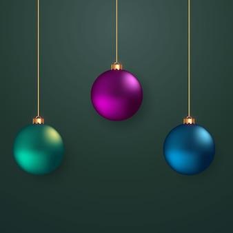 Bola de natal com cor verde rosa e azul
