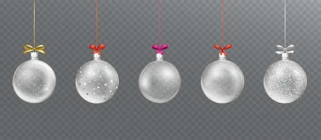 Bola de natal de vidro transparente com neve brilhante caindo, lantejoulas.