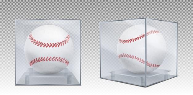 Bolas de beisebol na frente de caixa de vidro e vista de canto