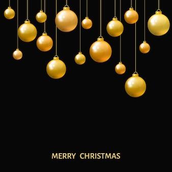 Bolas de natal douradas penduradas isoladas no fundo preto. enfeites realistas de natal. decorações de feriado do vetor.
