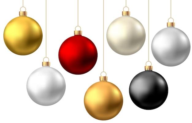 Bolas de natal realistas de vermelho, preto, ouro e prata isoladas no fundo branco.